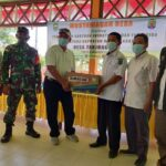 Babinsa Tanjung Aru Hadiri Musdes Bahas Tentang Penyerahan Bantuan Insektisida dan Fungisida Ke Gapoktan Mamminasae TA. 2021