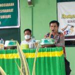Kapolsek Sibulue Polres Bone , sampaikan edukasi ke warga masyarakat , saat ikut Komsos di kantor Koramil 1407-13/ Sibulue