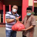 Rayakan Idhul Adha 1442 H ditengah pandemic Covid-19 , Brimob Bone bagi bagi daging Qurban ke Kaum Dhuafa