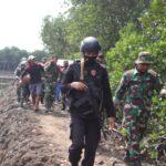 TNI-POLRI,jalin sinergitas ,Den PAL,Koramil dan Brimob Evakuasi temuan Bom pesawat peninggalan perang dunia ke 2 di Empang Sibulue Bone