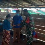 Babinsa Koramil Lumbis Dampingi Penyaluran BLT-DD Bulan Juli 2021 Desa Nainsid