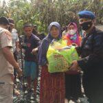 Mantap Brimob Yon C Pelopor Bone setelah berikan Tenda darurat , hari ini bantu bersihkan puing puing kebakaran