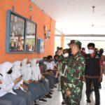 Danrem 141/Tp Brigjen TNI Djashar Djamil., S.E., M.M., Meninjau pelaksanaan Serbuan Vaksinasi yang di laksanakan oleh Kodim 1409/Gowa