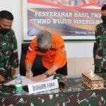 """Penutupan TMMD Ke-112 Ta. 2021 Kodim 1404/Pinrang """"TMMD Wujud Sinergi Membangun Negeri""""  dipimpin oleh Danrem 141/Tp. Brigjen TNI Djashar Djamil. SE., M.M. yang diwakili oleh Kasrem 141/Toddopuli. Kolonel Arh Elphis Rudy, S.E.,M.M.,M.Sc.,M.S.S"""